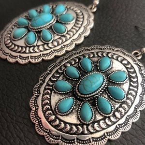 Gorgeous turquoise and silver earrings
